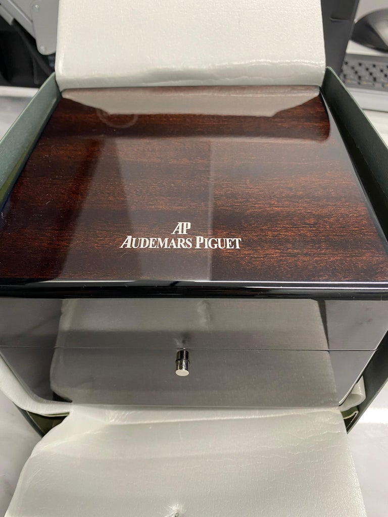 Audemars Piguet Royal Oak Chronograph Yellow Gold Watch For Sale 4
