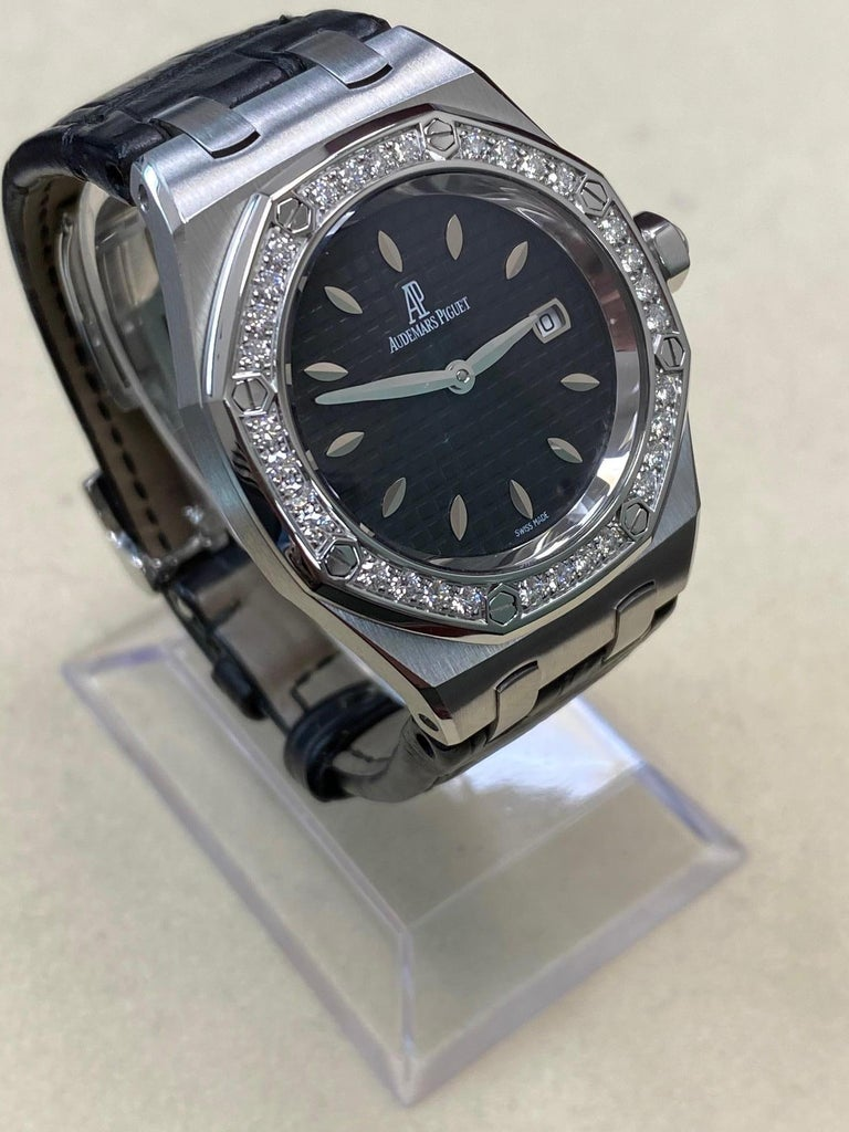 Audemars Piguet Royal Oak Stainless 67651ST.ZZ.1261ST.01 Original Diamond Bezel In Excellent Condition For Sale In San Diego, CA