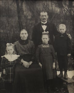 Familie Eichelhardt - August Sander (Black and White Photography)