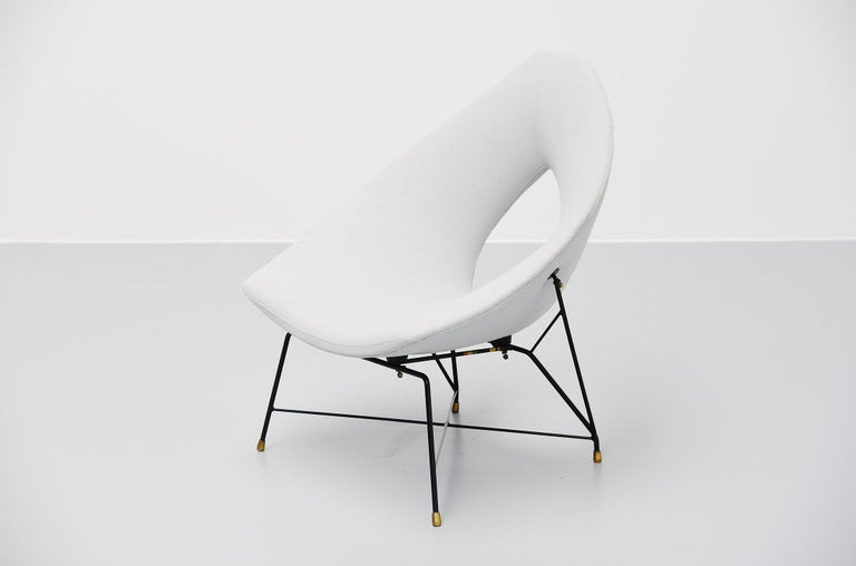 Super rare cosmos lounge chair designed by Augusto Bozzi for Saporiti Italia, Italy, 1954. This chair has a black lacquered metal wire frame with solid brass feet. The chair was newly upholstered at some point with nice light grey upholstery which