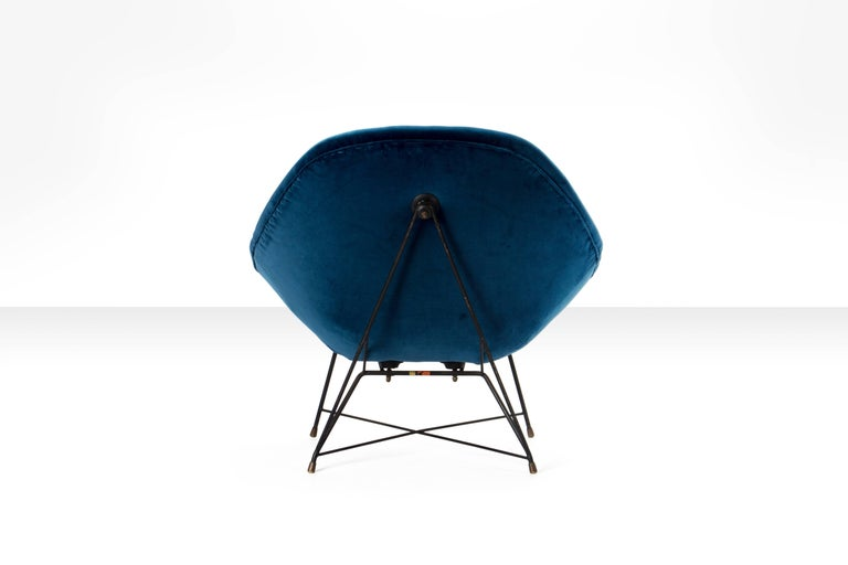 Augusto Bozzi 'Kosmos' Chair for Saporiti in Blue Velvet, Italy, 1956 In Good Condition For Sale In Utrecht, NL