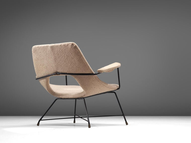 Augusto Bozzi for Saporiti, armchair, metal and fabric, Italy, 1950s.  Sculptural lounge chair for Sapporiti. The hairpin frame and shape of the shell this chair shows the stunning characteristics of the designs of Augusto Bozzi. The slim frame is