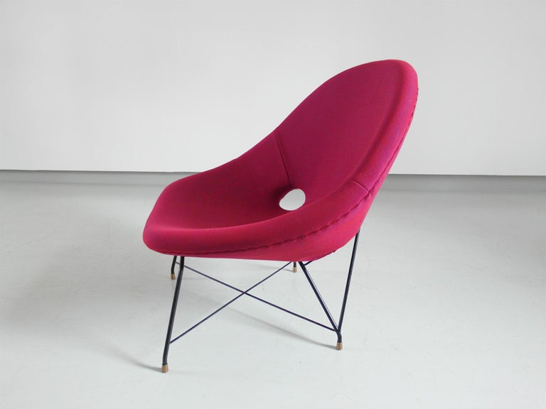 Pair of Cosmos Chairs in Ruby red/ Raspberry red by Augusto Bozzi for Saporiti For Sale 4