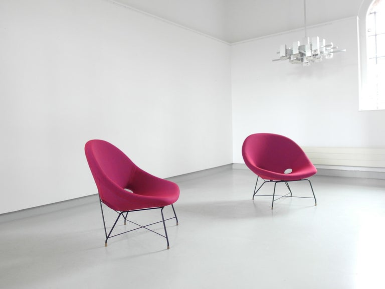 Pair of Cosmos Chairs in Ruby red/ Raspberry red by Augusto Bozzi for Saporiti For Sale 5