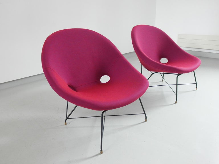 Pair of Cosmos Chairs in Ruby red/ Raspberry red by Augusto Bozzi for Saporiti For Sale 7