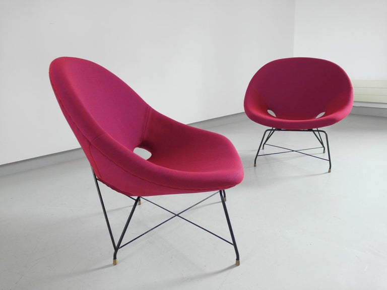 Mid-Century Modern Pair of Cosmos Chairs in Ruby red/ Raspberry red by Augusto Bozzi for Saporiti For Sale