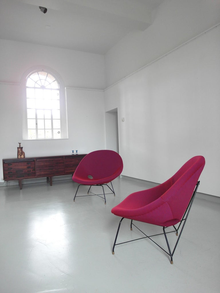 European Pair of Cosmos Chairs in Ruby red/ Raspberry red by Augusto Bozzi for Saporiti For Sale