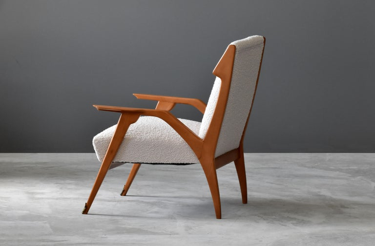 Augusto Romano 'Attribution', Lounge Chair, Oak, Brass, Bouclé, Italy, 1950s In Fair Condition For Sale In West Palm Beach, FL