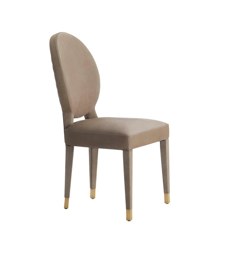 Aurea is a dining chair with sophisticated design, very comfortable and well balanced piece. The back is highlighted by a delicated quilting in diamond's shape and the lined legs settles on antique brass tips. Also avalable in fabric,