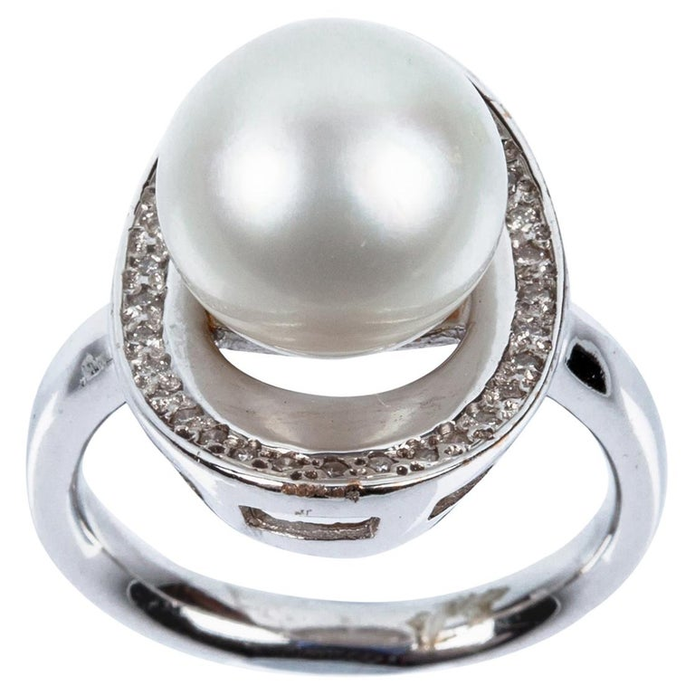 Australian Pearl Shell Ring in 18 Karat White Gold and Diamonds For Sale