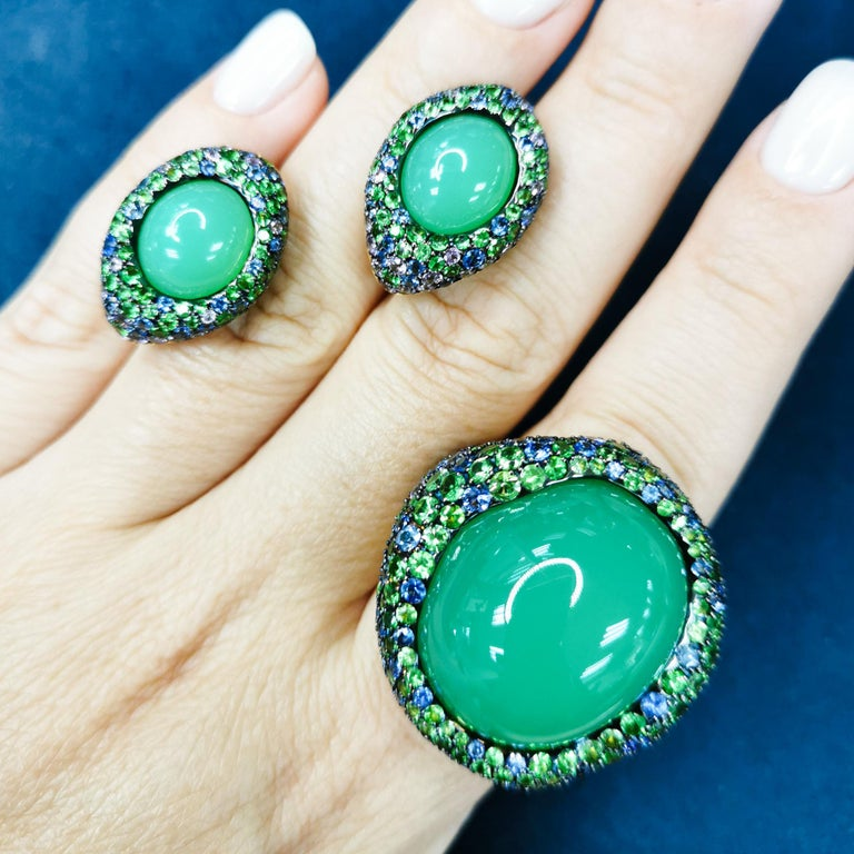 Chrysophrase Sapphires Tsavorites 18 Karat Yellow Gold Suite Absolutely spectacular Australian Chrysoprase Cabochon-shape in our Suite from