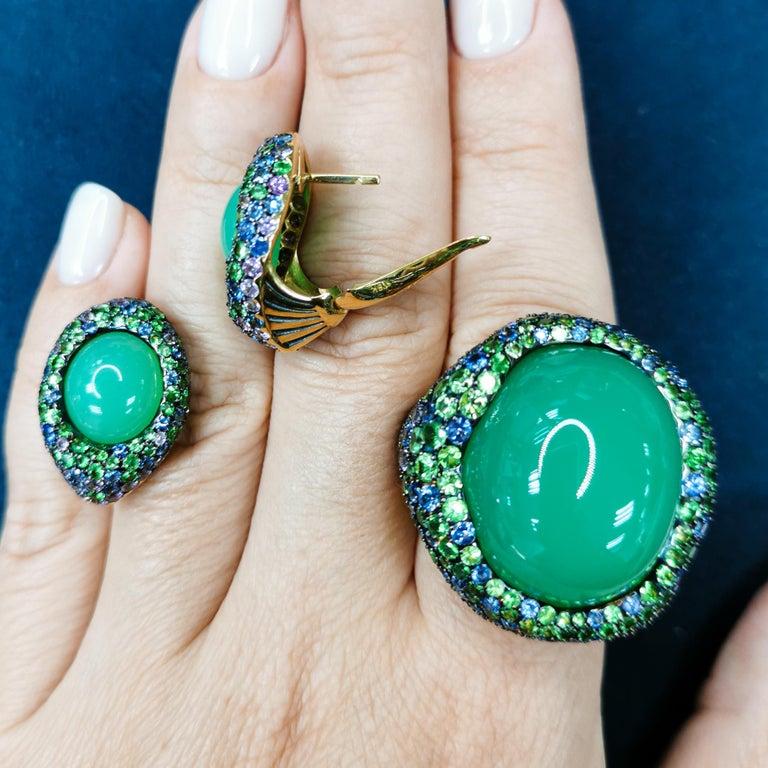 Australian Chrysoprase Sapphires Tsavorites 18 Karat Yellow Gold Suite In New Condition For Sale In Bangkok, TH