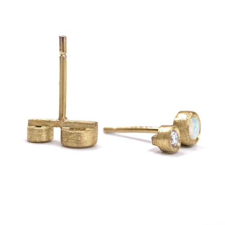 Round Cut Australian Opal White Diamond Satin Gold Handmade Stud Earrings For Sale