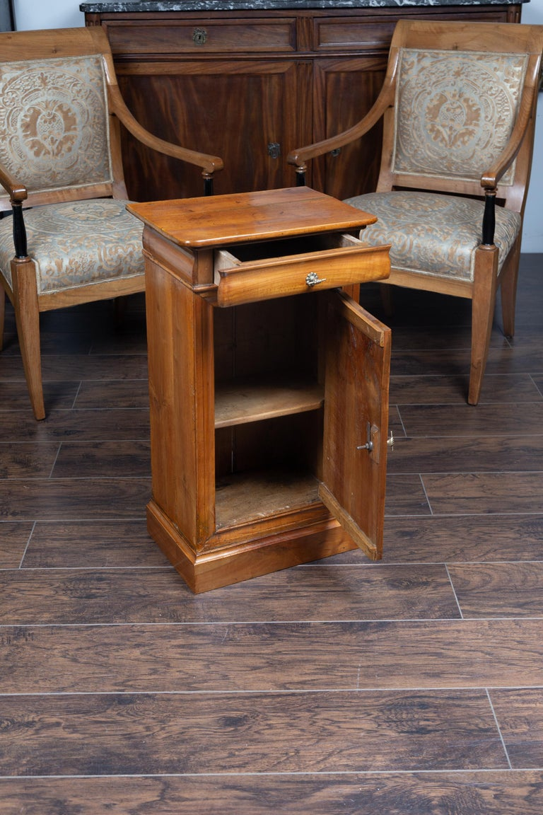 Austrian 1870s Biedermeier Style Walnut Bedside Cabinet with Door and Drawer For Sale 4