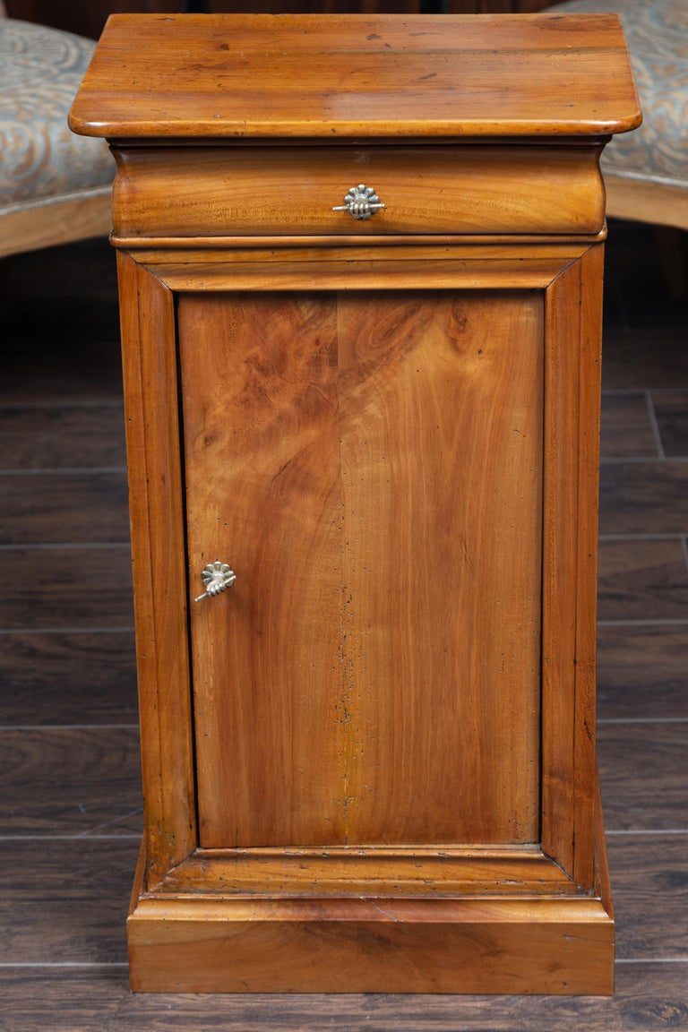 Austrian 1870s Biedermeier Style Walnut Bedside Cabinet with Door and Drawer For Sale 8