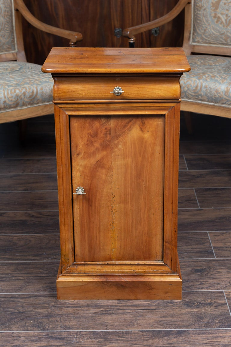 Austrian 1870s Biedermeier Style Walnut Bedside Cabinet with Door and Drawer For Sale 9