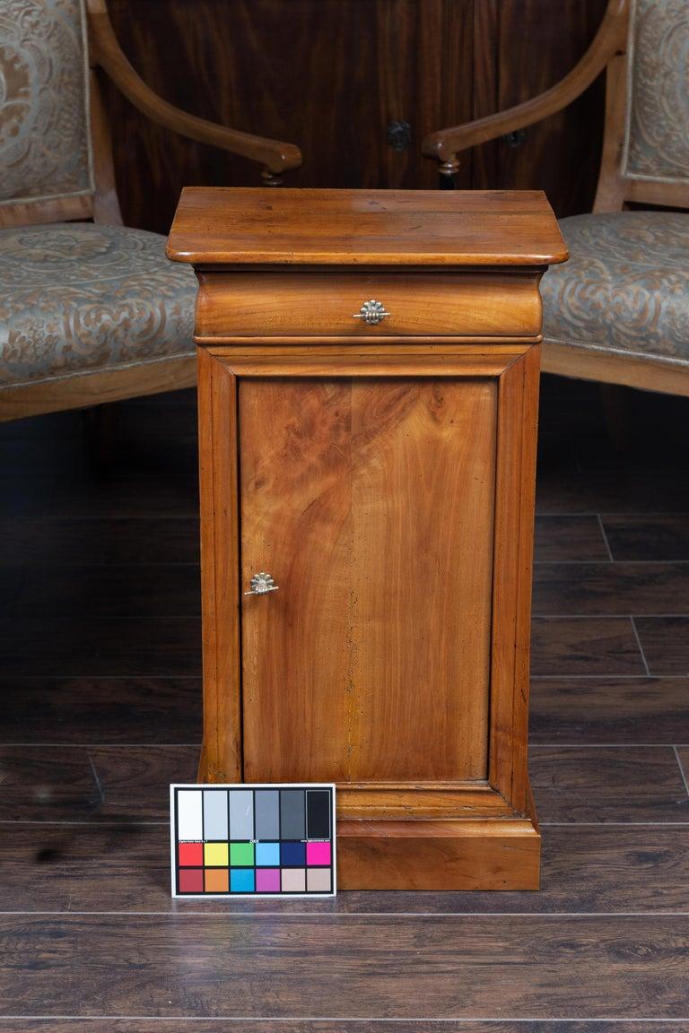 Austrian 1870s Biedermeier Style Walnut Bedside Cabinet with Door and Drawer For Sale 10