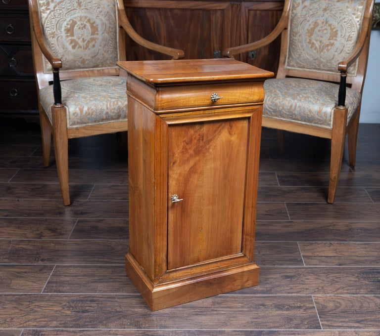 Austrian 1870s Biedermeier Style Walnut Bedside Cabinet with Door and Drawer For Sale 1