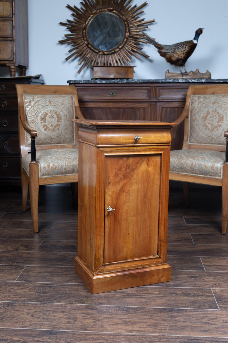 Austrian 1870s Biedermeier Style Walnut Bedside Cabinet with Door and Drawer For Sale 3