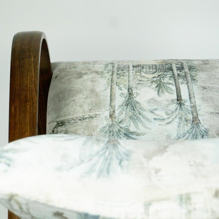 Austrian Art Deco Beechwood Armchair with Renewed White and Light Grey Velvet For Sale 10