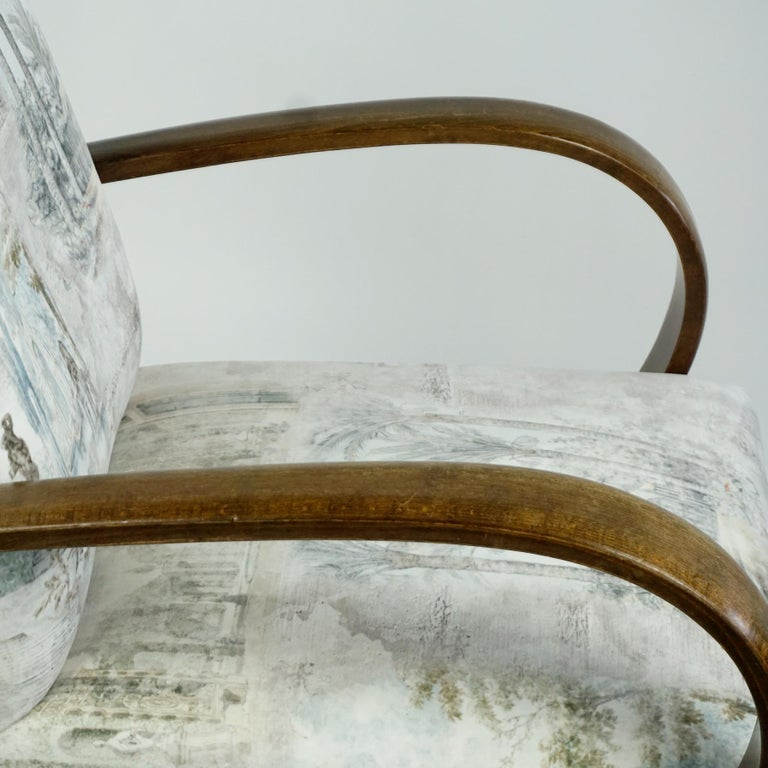 Austrian Art Deco Beechwood Armchair with Renewed White and Light Grey Velvet For Sale 11