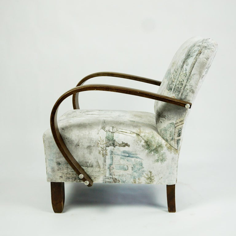 Mid-Century Modern Austrian Art Deco Beechwood Armchair with Renewed White and Light Grey Velvet For Sale