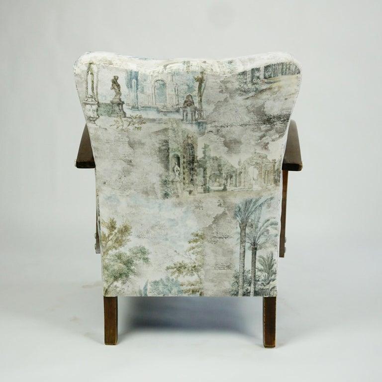 Mid-20th Century Austrian Art Deco Beechwood Armchair with Renewed White and Light Grey Velvet For Sale
