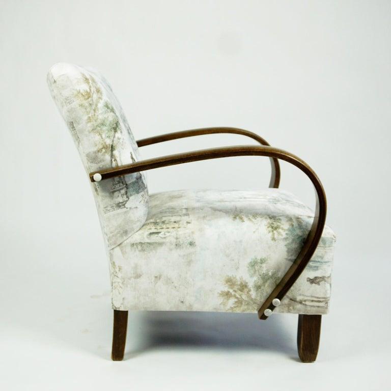 Austrian Art Deco Beechwood Armchair with Renewed White and Light Grey Velvet For Sale 2