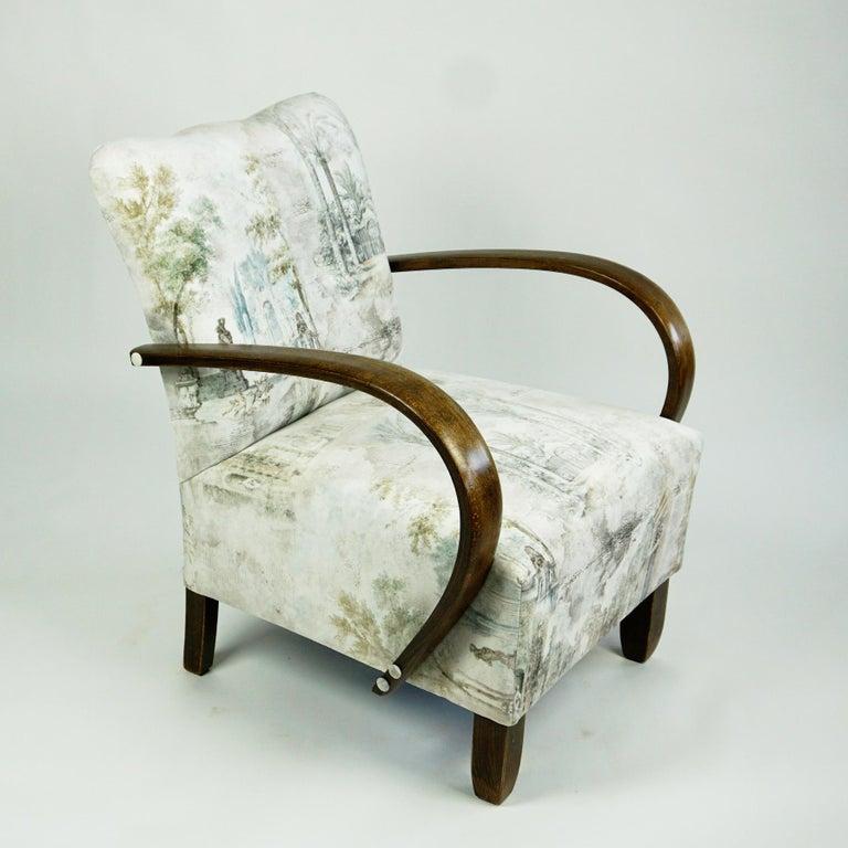 Austrian Art Deco Beechwood Armchair with Renewed White and Light Grey Velvet For Sale 3