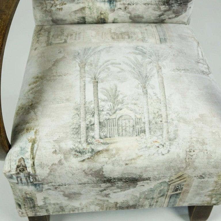 Austrian Art Deco Beechwood Armchair with Renewed White and Light Grey Velvet For Sale 4