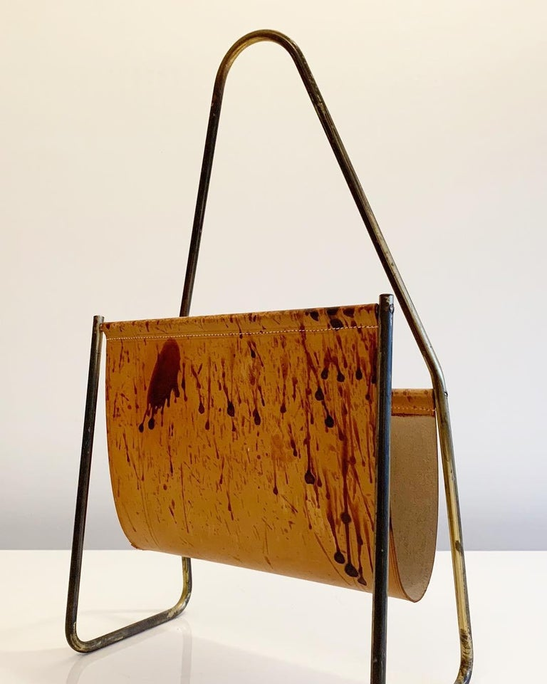 Austrian Leather and Brass Magazine Rack by Carl Auböck, 1950s In Good Condition For Sale In Copenhagen, DK