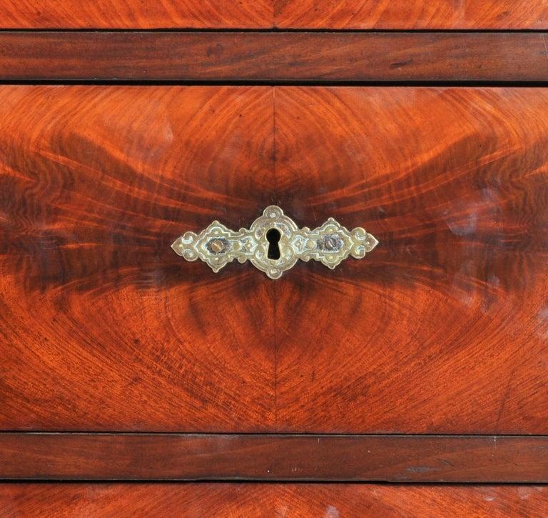Austrian Seven-Drawer Biedermeier Figured Walnut Chest of Drawers/Semainier For Sale 4