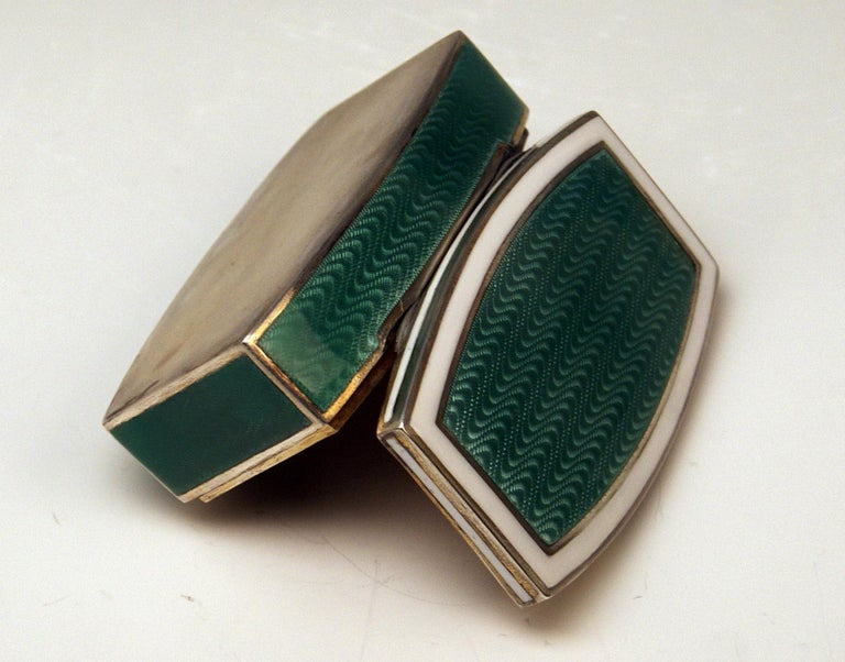 Austrian Silver Art Nouveau Box White and Green Enameled Georg Adam Scheid 1900 In Excellent Condition For Sale In Vienna, AT