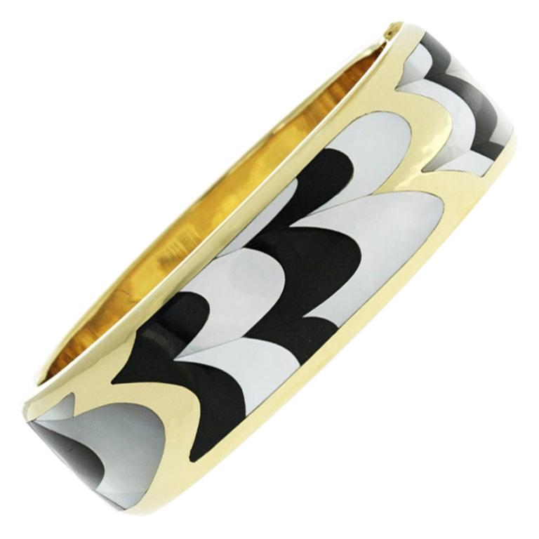 Auth Tiffany & Co., 18k Gold Mother of Pearl Black Jade Inlay Bracelet Bangle