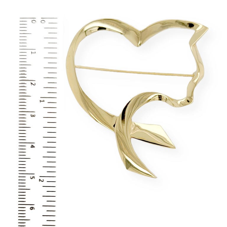 Women's or Men's Auth Tiffany & Co. 18K Yellow Gold  Paloma Picasso Open Cat Heart Pin / Brooch For Sale