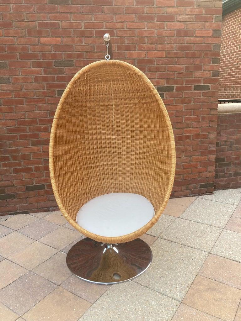 Mid-Century Modern  Rare Nanna Ditzel for Bonacina Pierantonio Egg Shaped Hanging Woven Cane Chair For Sale