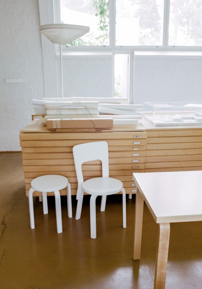 Authentic Stool E60 in Lacquered Birch with Laminate Seat by Alvar Aalto & Artek For Sale 2