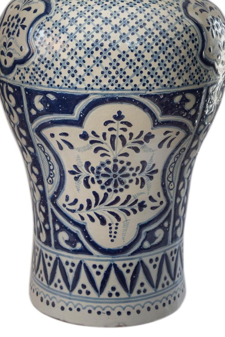 Authentic Talavera Decorative Vase Folk Art Vessel Mexican Ceramic Blue White In New Condition For Sale In Queretaro, Queretaro