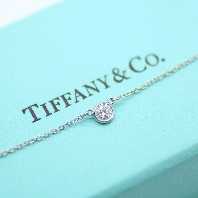 Authentic Tiffany&Co Tiffany round diamond catch the light and make it dance. Pendant in platinum with a round brilliant diamond. 17