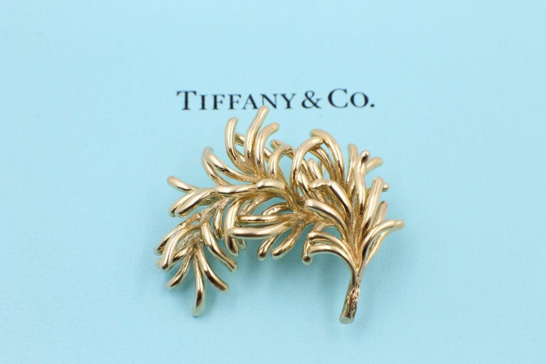 Women's Authentic Vintage Tiffany & Co. 18 Karat Yellow Gold Leaf Pin Brooch For Sale