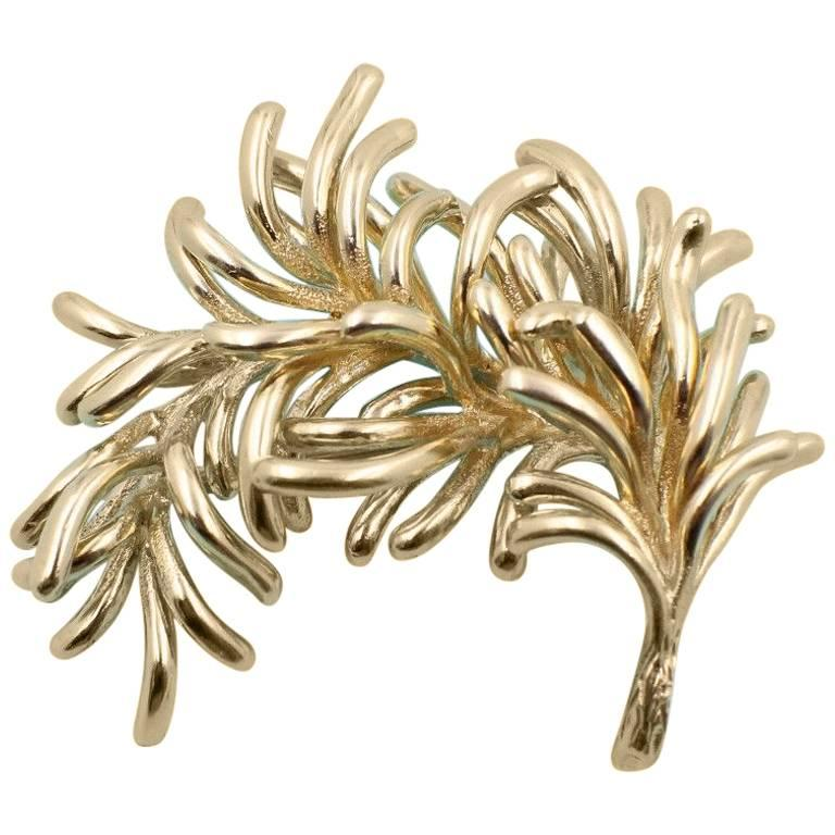 Authentic Vintage Tiffany & Co. 18 Karat Yellow Gold Leaf Pin Brooch For Sale