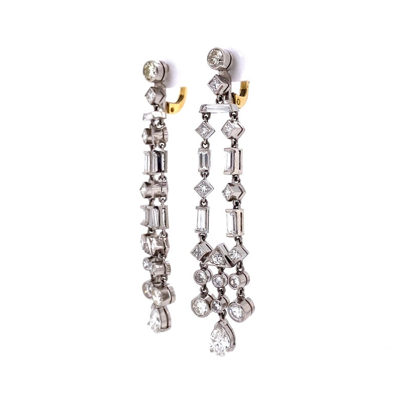 Awesome Diamond Chandelier Platinum Drop Earrings Estate Fine Jewelry In Excellent Condition For Sale In Montreal, QC