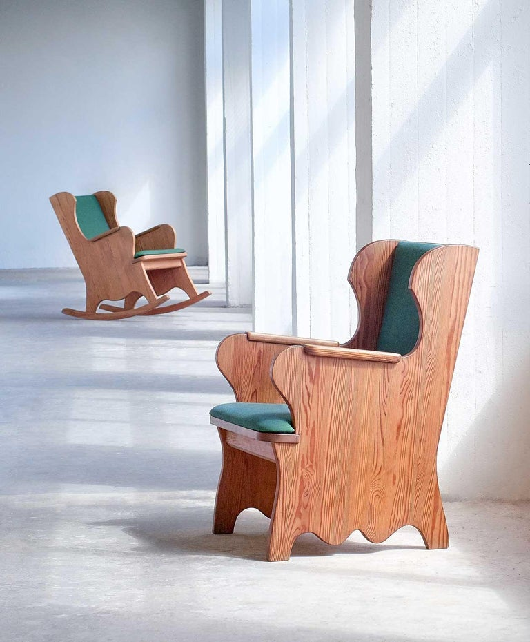 This rare armchair is part of the 'Lovö' series designed by Axel Einar Hjorth for the high-end Stockholm-based Nordiska Kompaniet department store in 1932. The chair is executed in solid pinewood with a beautiful grain. The carved wings and arms and