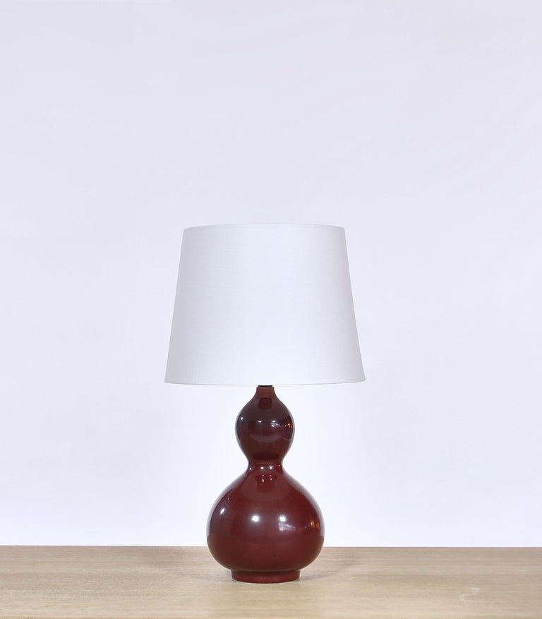 Rare and elegant table lamp by Danish artist Axel Salto from the 1960s. handmade at Royal Copenhagen, Denmark. Model no. 20658. The gourd shaped lamp base is decorated with the famous