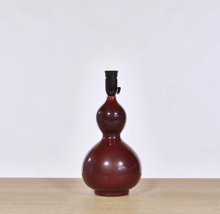 Mid-20th Century Axel Salto Stoneware Table Lamp in Ox Blood Glaze, Royal Copenhagen For Sale
