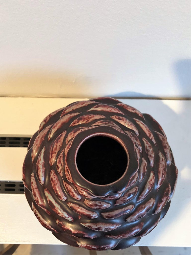 Axel Salto Vase in 'Budding' Style and Oxblood Glaze for Royal Copenhagen, 1950s In Excellent Condition For Sale In Copenhagen, DK