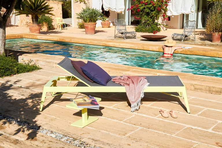 Azur Sunbed in True Red by Frederic Gaunet & Tolix In New Condition For Sale In Autun, FR