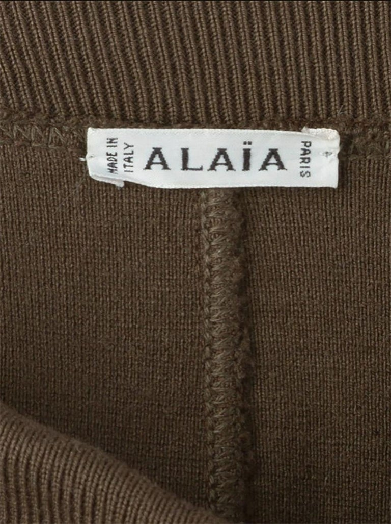 Azzedine Alaia brown iconic fitted pencil skirt featuring featuring a high rise, a waistband, stitching details and a mid-length.  In good vintage condition. Made in France. Label size L 40fr/US8/UK12 Composition: virgin wool 100% We guarantee you