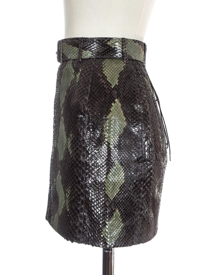 Azzedine Alaia green snakeskin lace-up mini skirt with matching belt, ss 1991 In Excellent Condition For Sale In London, GB