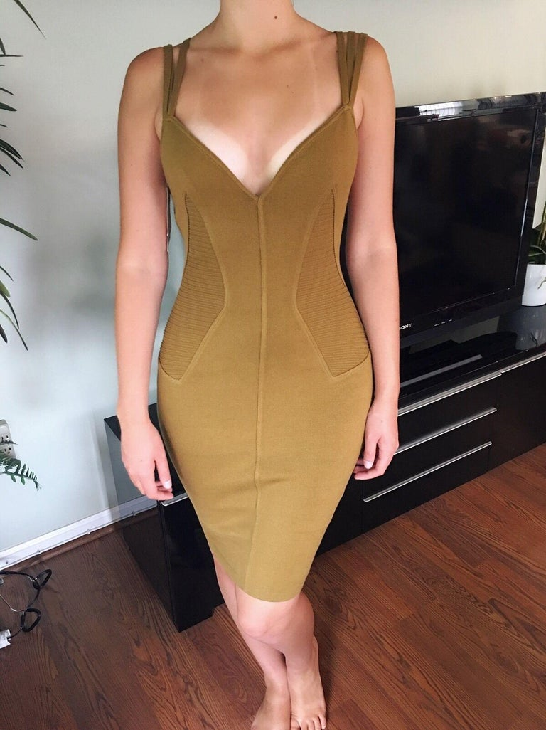 Azzedine Alaia S/S 1990 Vintage Fitted Bodycon Dress In Excellent Condition For Sale In Totowa, NJ